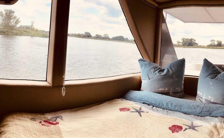 Hausboot Bett mit Panorama